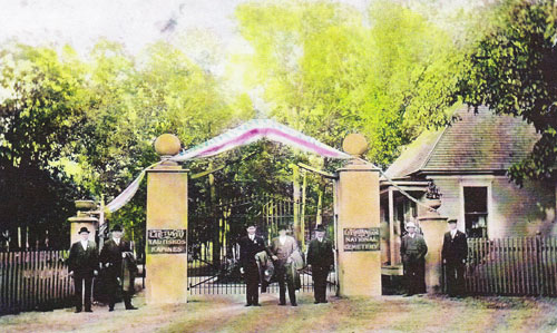 Memorial Day, May 30, 1912, saw 6000 people attend the opening of the Lithuanian National Cemetery.