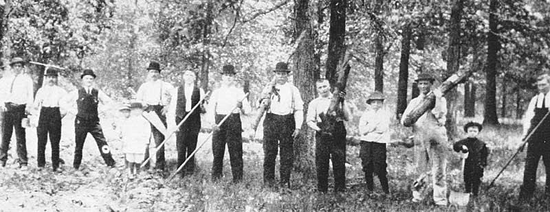 Savanoriai kapinėse 1912 m.